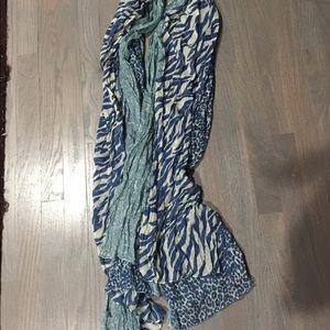 Women's Blue Animal 🦒 🦓 print sheer scarf